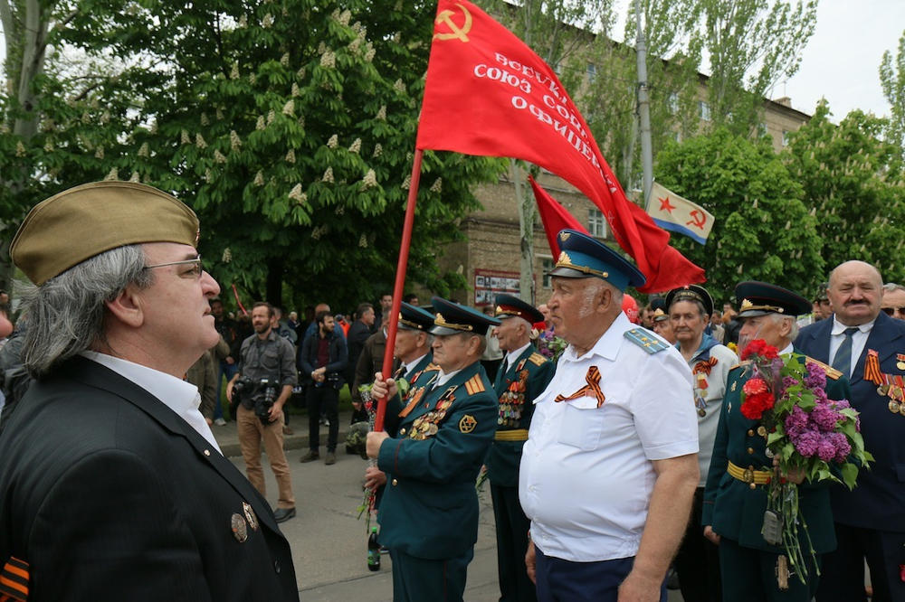 in-photos-bloody-clashes-overshadow-victory-day-in-eastern-ukraine-article-body-image-1399744944