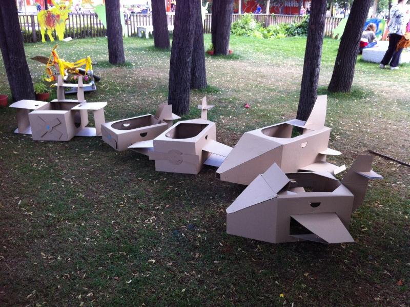 Cardboard_plane_01