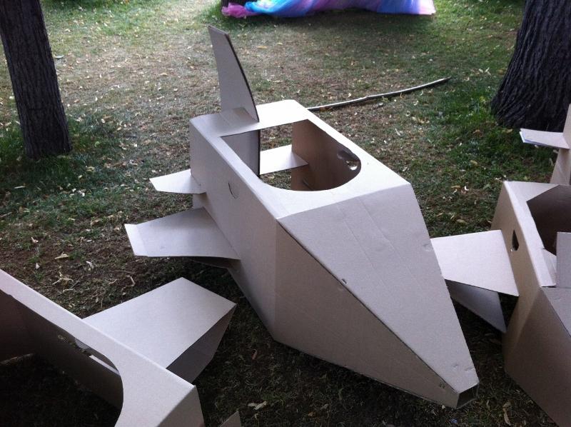 Cardboard_plane_05