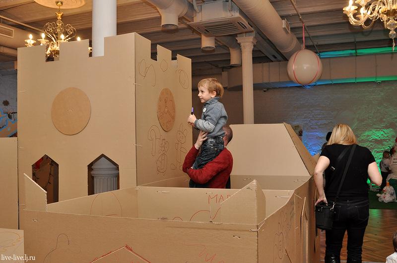 Cardboard city_040