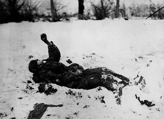 frozen-german-soldier-near-nefte-belgium-wwii_thumb[1]