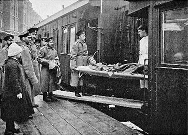 Разгрузка-санитарного-поезда-у-распределительного-госпиталя