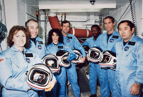 Challenger_Crew_in_White_Room