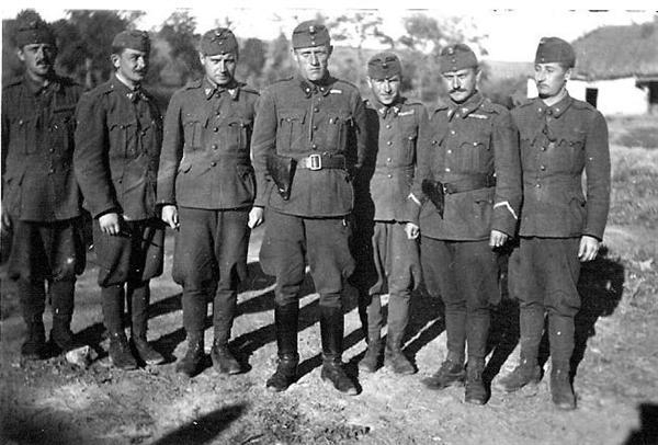 Солдаты и офицеры 2 венгерской армии в г. Острогожск