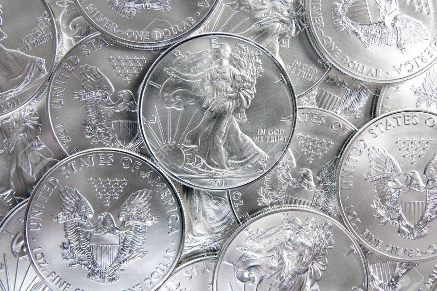 10393695-2011-uncirculated-américains-eagle-silver-coins
