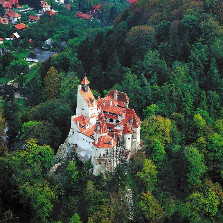 Вид сверху замок Бран