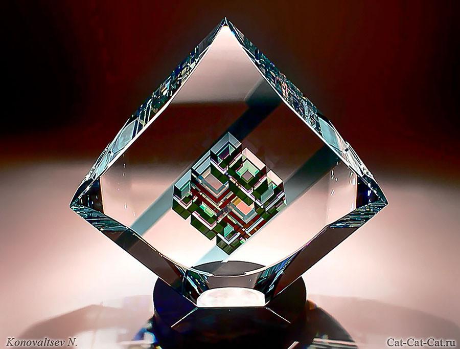 Скульптуры Джека Стормса из дихроического стекла