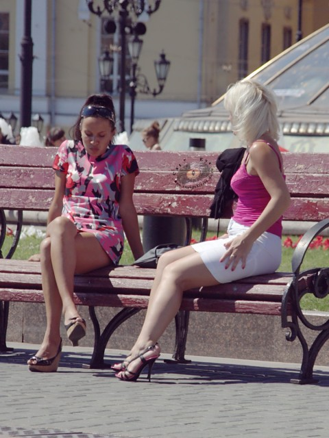 Апскирт девушек на улице