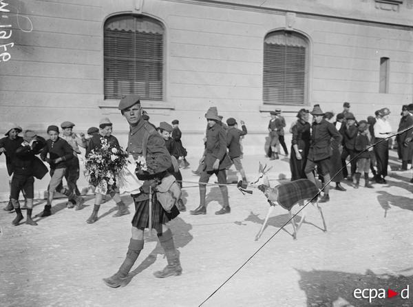 Проход брит войск по Марселю талисман южно афр май 1916 Альбер Моро