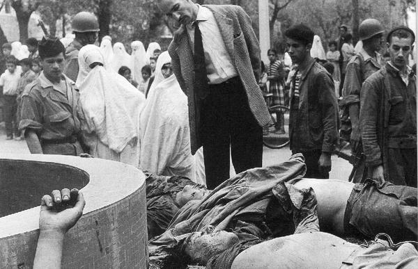 Трупы мятежников из банды Си Абделазиса  выставленные на пл 1957