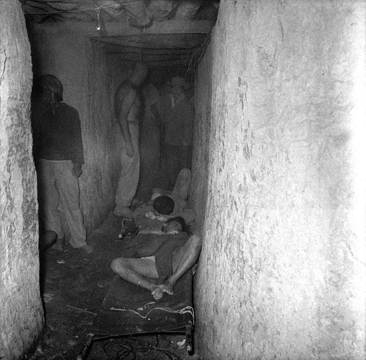 10 Раненые ждут своей очереди в госпитале 1954 Дьенбьенфу