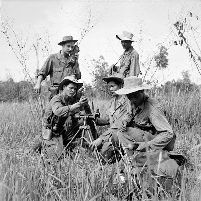 Миномет командир орудия держит связь с войскам кот поддерживает огнем