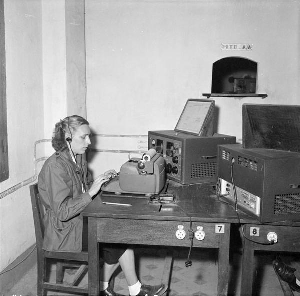 Оператор телекса 1954 Тонкин Д Камю