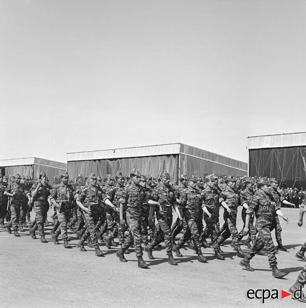 Дефиле Жорж в Саиде в честь генерала Сармеля команд авиацией в Оран март 1961 Артюр Сме