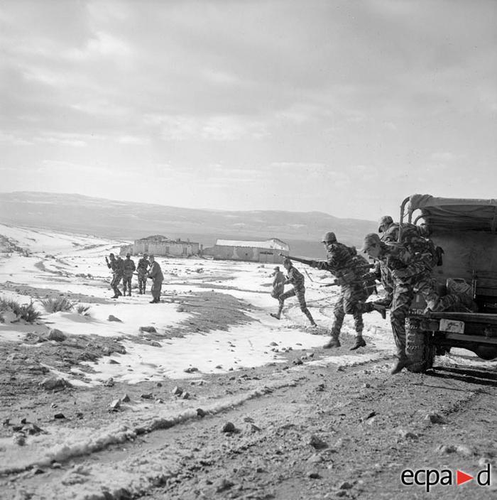 Солдаты 8 полка мот пех на операции по зачистке 1959 А Сме