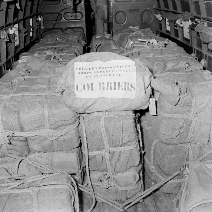 Сбрасывание рожд посылок для заключенных вьет лагерей дек 1953