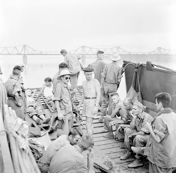 Фр пленные на борту корабля прибывают в Ханой июль 1954 Ф Жантиль