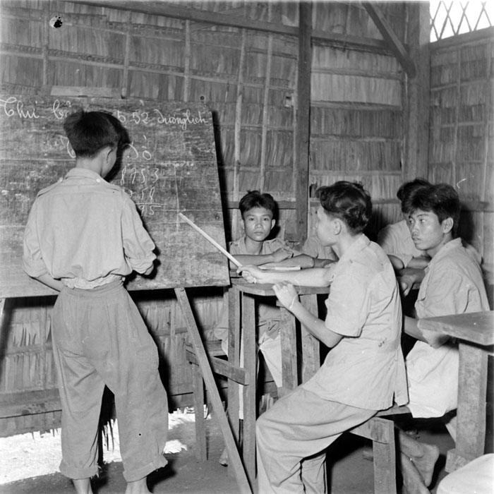 В школе в лагере май 1952