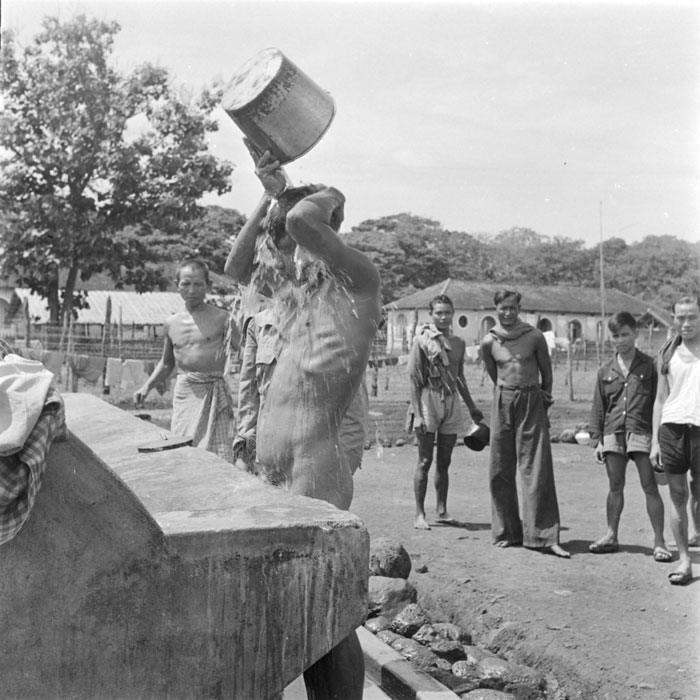 Ежедневный туалет после работы май 1952