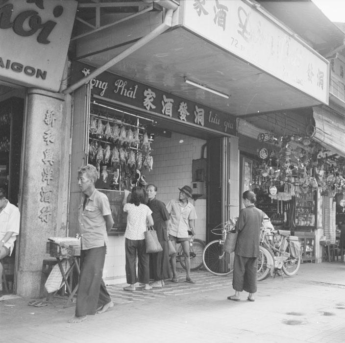 Лавки на бульваре Соммы сент 1953 Ж Лирон