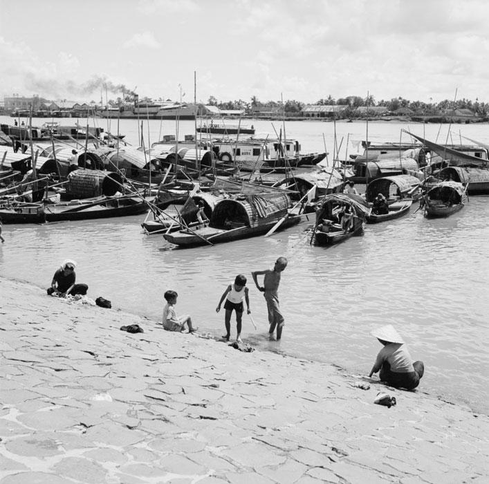 Плавучая деревня на реке сент 1953 Ж Лирон