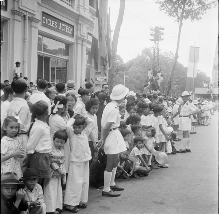 Зрители на параде июль 1950 Неиз