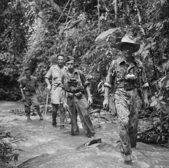 Солдаты 2 РЕП переходят через реку Нам Минх окт 1951 Неиз
