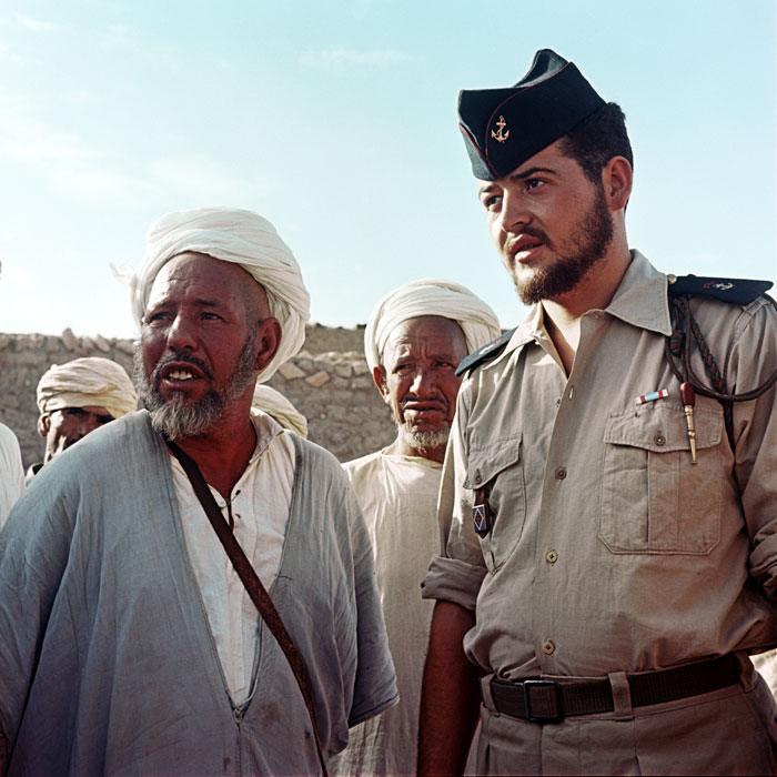 15 Санитар 11 арт полка Морск пехоты осущ беспл мед пом дискут с обит дер Бен Али июль  1958  Мишаловски