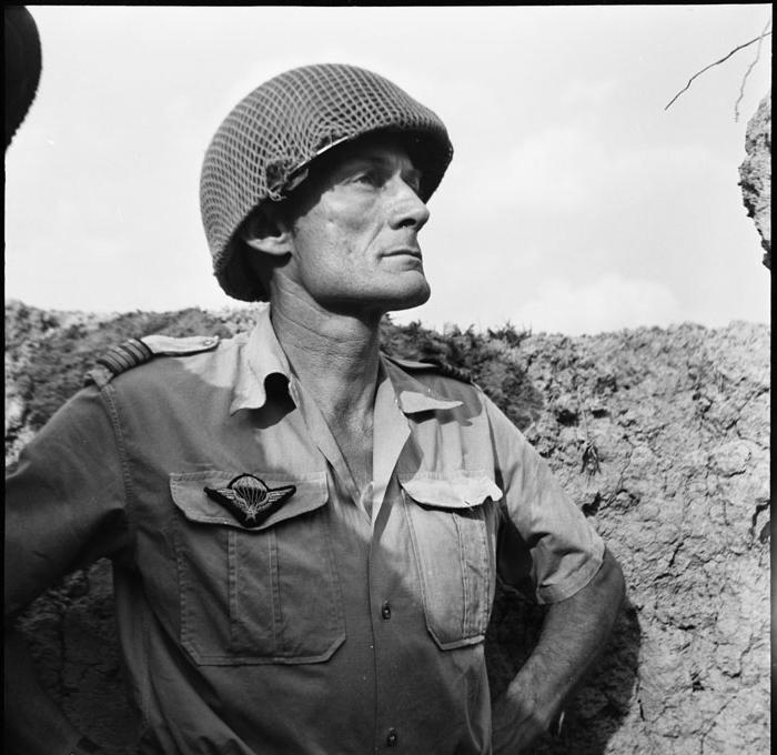 Подполковник Ланглэ 1954 Даниэль Камю  или Жан Перо