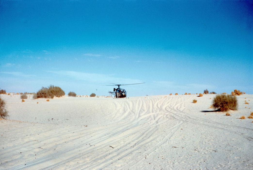 Вертолет Аллуэт в пустыне Сахаре