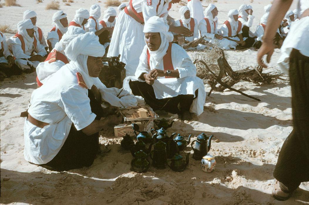 Мехаристы готовят чай во время остановки