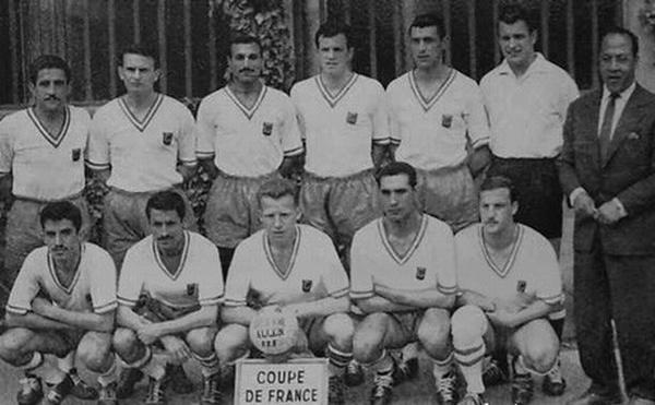Команда Нима1957 1958  Кадер Фируд стоит справа
