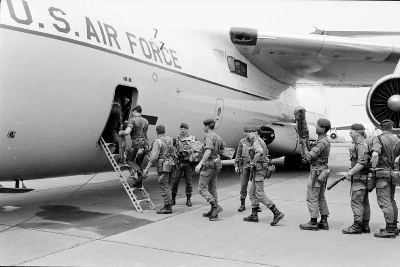 03 Легионеры загружаются в ам самолет май 1978