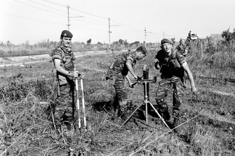 04 Операция Леопард легионеры 2 РЕП устанавливают 81 мм миномет май июнь 1978