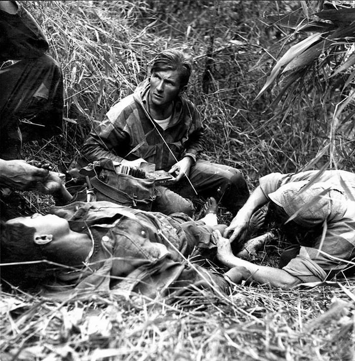 04 Лейтенант м с Патрис Карфор Carfort из 8 уд десантного бат фер 1954 Дьенбьенфу Камю