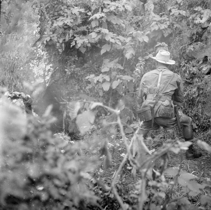 Грот где нашли тело солд 1 марш полка Алж стр май 1951 Г Дефив Дефивес Ж Лирон