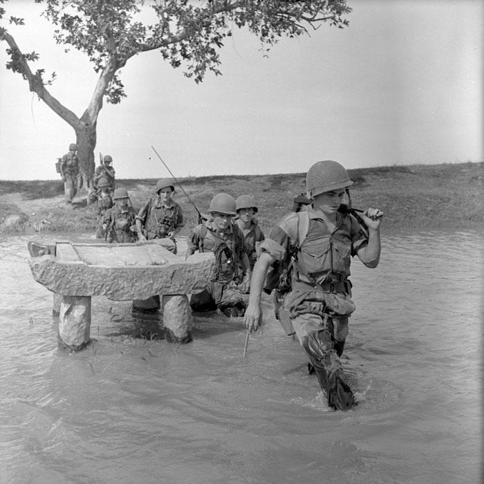 Солдаты 2 БЕП пересекают канал сент 1953 П Феррари