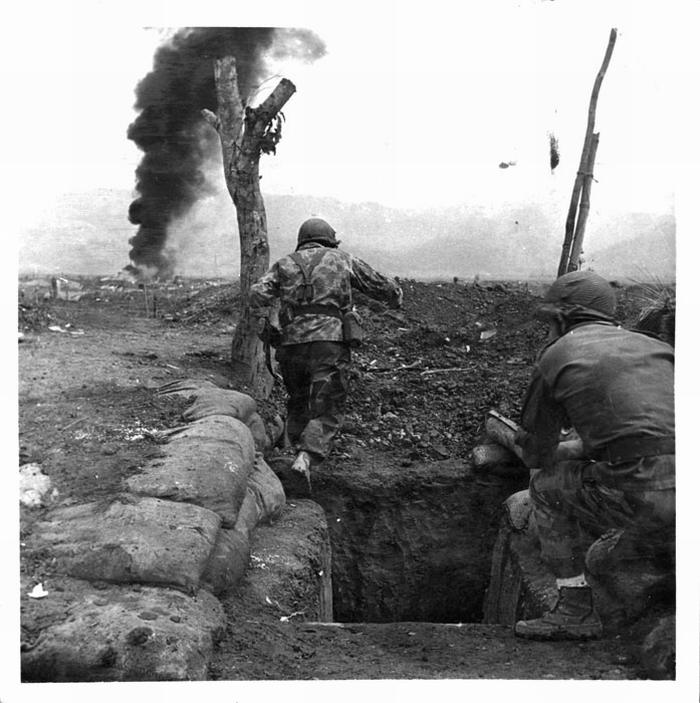 Контратака парашютистов март 1954 Камю Перо