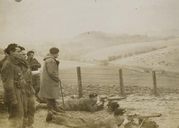 Ги Шотландия нов 1943 лежит на вт плане Муз Армии2