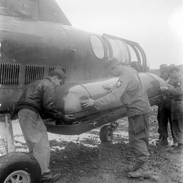 Эвакуациа раненого из фр бат ООН на верт Сикорски июнь авг 1952 Г Аппэ