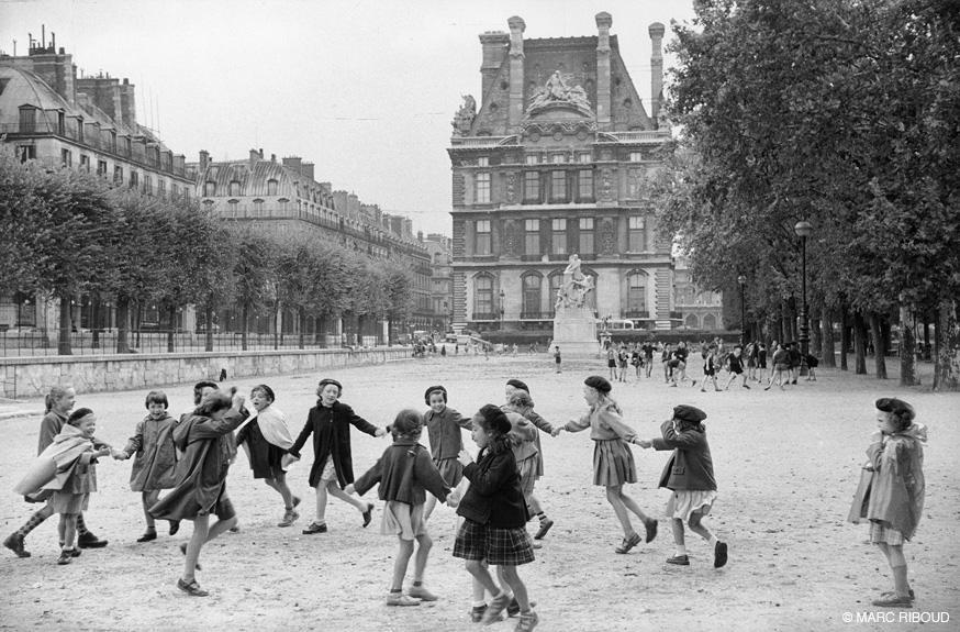париж 1953 13 дети в Тюильри