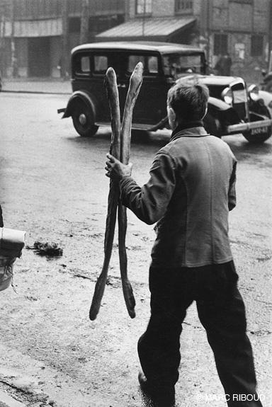 париж 1953 21 мальчик с багетами