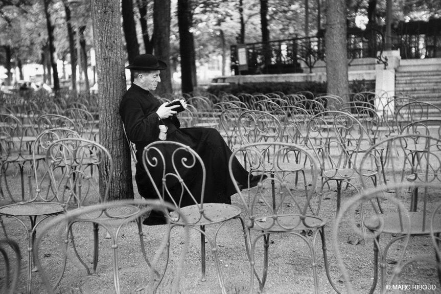 париж 1953 27 кюре в парке