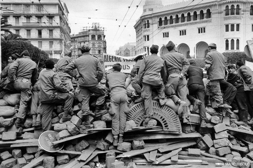 солдаты захватили баррикады