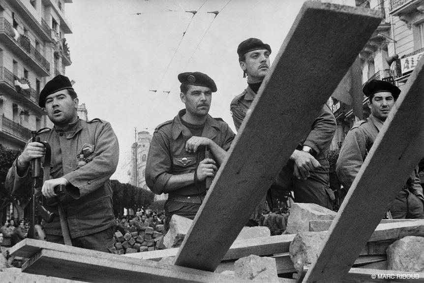 солдаты захватили баррикады 1960 2