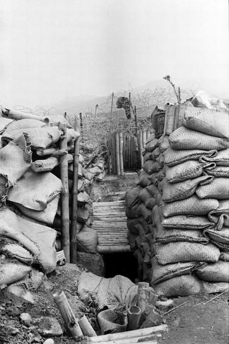 Вход в подземное убежище камю или Перо