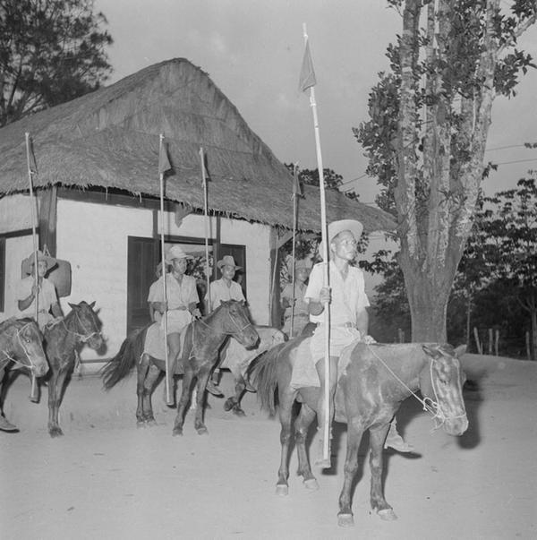 конный патруль во глеве с лейтенантом Хье апр 1952