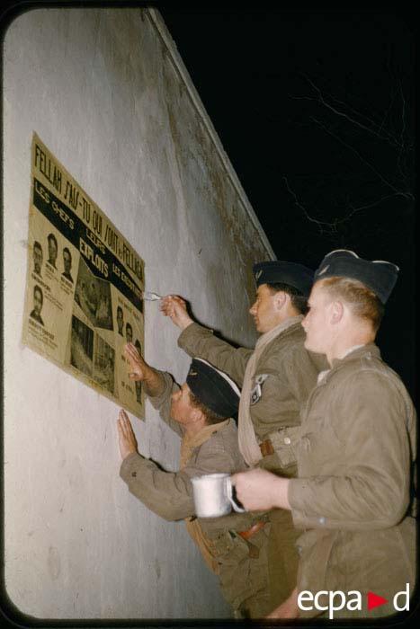 Расклейка плакатов солдатами 2 ПД на улицах Палата  май 1957 К Рудо