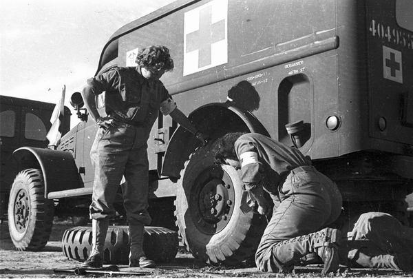 Водители 531 санит роты Риволи Алжир окт 1943