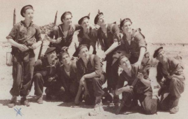 Брис в уч Сирокко 1947 1 ряд вт справа